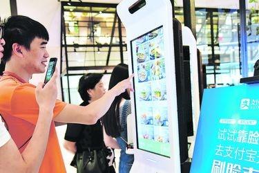 La industria china pisa el acelerador y las ventas minoristas suben por primera vez en el año