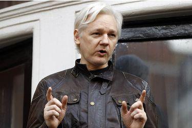 Justicia británica resuelve mantener detenido a Julian Assange ante riesgo de fuga
