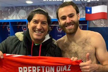 Zamorano bendice a Brereton y lo felicita en el camarín de la Roja