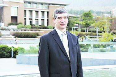 """José Antonio Guzmán, rector de la U. de los Andes: """"Espero que el plebiscito traiga una pacificación, estamos muy violentos"""""""