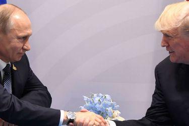 Donald Trump y Vladimir Putin se dan la mano luego de encuentro presidencial entre Estados Unidos y Rusia