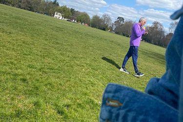 Mourinho supervisa el entrenamiento de tres jugadores en un parque