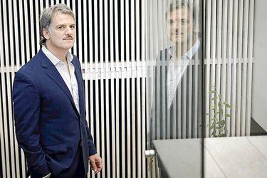 """De gerente de LAW a escritor en Amazon: Andrés Dulcinelli vende la """"verdadera historia"""" de la fallida aerolínea"""