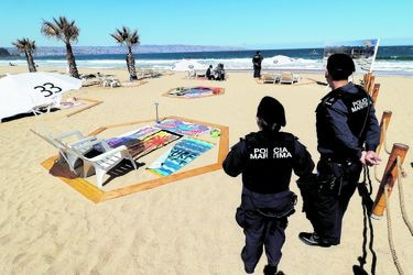 Banderines, PVC y hasta un rodillo gigante: las playas se preparan