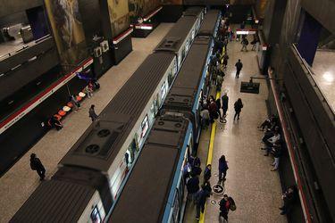 Revisa el plan de transportes y servicios para este martes en la Región Metropolitana