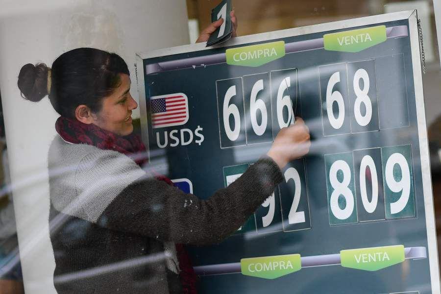 Nueva baja del dólar en un día