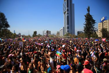 Chilenas ven la desigualdad salarial como su principal dificultad