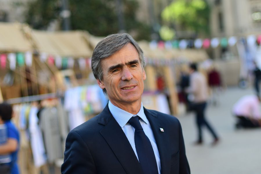 El ministro de economía encabeza el lanzamiento del programa de Facebook Impulsa Tu Empresa
