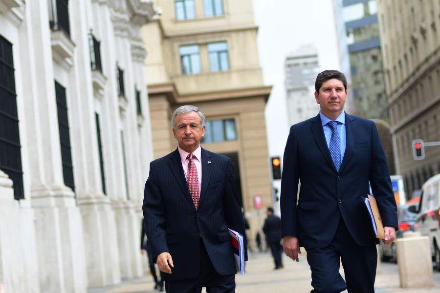 Ministro Felipe Larrain y Rodrigo Cerda