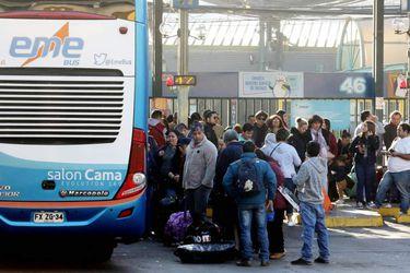 Buses suspenden viajes desde y hacia Santiago producto de los incidentes