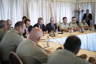 Plan marzo: Piñera y Blumel participan en inédito encuentro con 40 generales de Carabineros