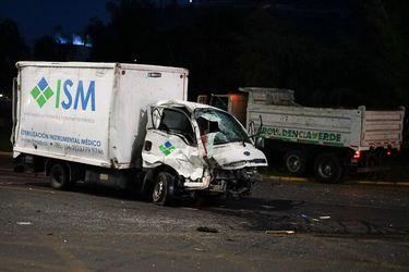 Choque entre dos camiones en Providencia deja a un conductor fallecido