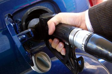 Goldman Sachs dice que refinerías de petróleo cerrarán por menos demanda