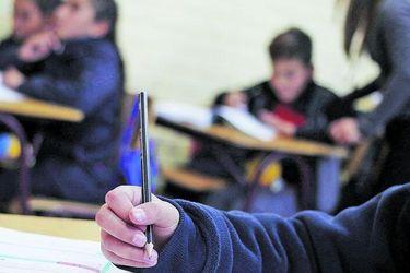 """Ministro de Educación dice que """"no corresponde anticiparse"""" a un posible cierre del año escolar"""