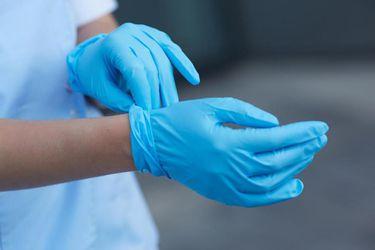 El mayor fabricante de guantes del mundo alerta su pronta escasez