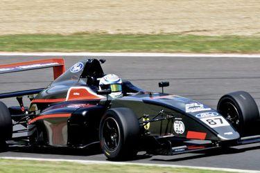 Nicolás Pino finaliza 9° y 10° en las dos primeras carreras en el Brands Hatch