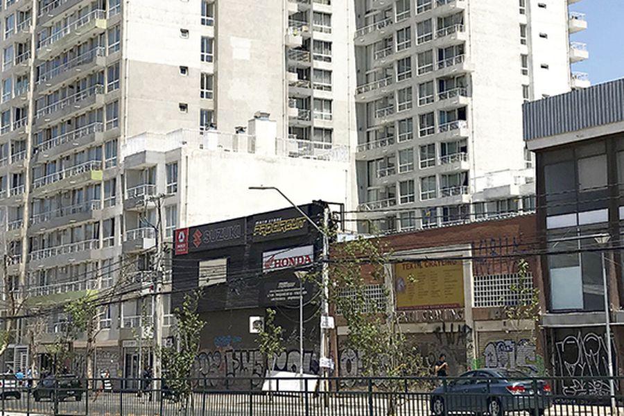 edificio onde ocurrió el femicidio, ubicado en Av. Vicuña Mackenna.