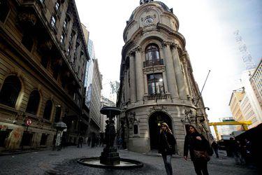 Negocio de la Bolsa se mantiene saludable pese a crisis del Covid, pero acusa el golpe de la caída de las acciones