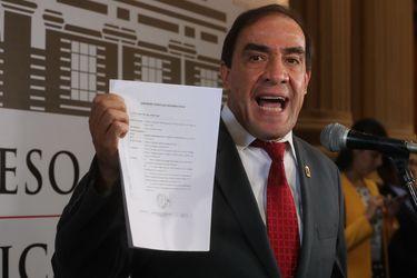 Yonhy Lescano: El candidato que se dispara en las encuestas en Perú
