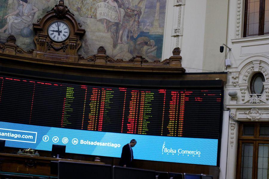 Las últimas semanas en la Bolsa de Santiago han estado marcadas por operaciones de controladores y relacionados de las propias compañías.