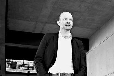 """Sergio Baeriswyl Rada, arquitecto y urbanista: """"No tendremos una mejor oportunidad para recuperar el rol de peatones y ciclistas"""""""