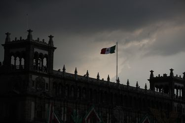 Peso mexicano ante barrera clave en camino hacia apreciación
