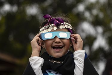 Miles de chilenos observan el único eclipse solar total del año: próximo evento será en 2048