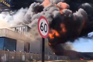 Incendio en bodega en Renca: siniestro estaría contenido, y autoridades descartan por ahora heridos al interior de recinto