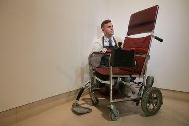 La astronómica recaudación de una subasta con los objetos de Stephen Hawking