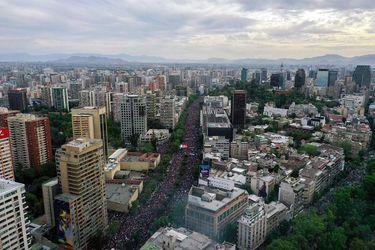 PNUD: Chile ocupa el puesto 42 del Índice de Desarrollo Humano pero expertos afirman que desigualdades continúan en aumento