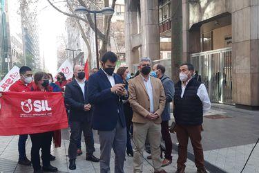 Trabajadores del comercio piden adelantar hora de cierre por razones de seguridad y gremio llama al diálogo