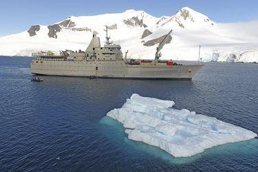 El AP-41 Aquiles de la Armada transportó carga de 260 toneladas a la Antártica en su primera navegación del año a la zona