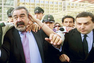 """The Economist alude a Luksic, Caval, colusión y """"muñeca inflable"""" en dura columna sobre empresarios chilenos"""