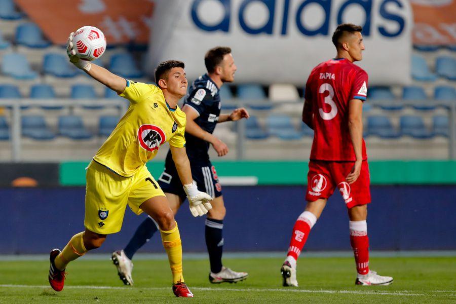 Martín Parra, en el partido ante la U, su debut profesional con Huachipato.