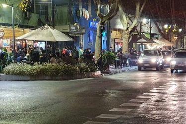 Se registran aglomeraciones en barrio Bellavista en último viernes antes de la cuarentena total en la Región Metropolitana