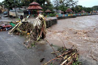 Huracán Iota sube a categoría 5 en su avance a una Centroamérica devastada tras paso de Eta
