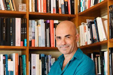 """Eduardo Sacheri: """"Ponerle palabras al pasado es una manera de entenderlo y domesticarlo"""""""