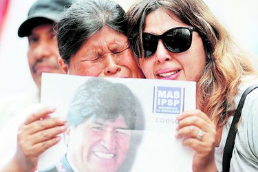 Demonstration in support of Bolivian President Evo Morales after he announced his resignation on (47262128)