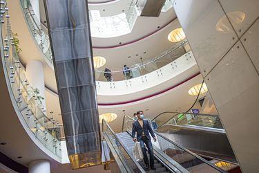 Comercio minorista reduce su ritmo de contracción, pero ahora las ventas de supermercados caen