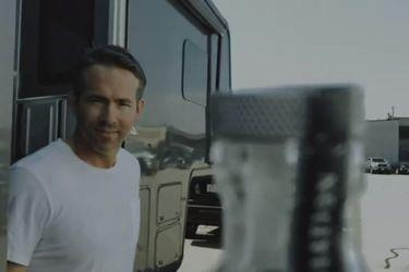 Ryan Reynolds hizo el #BottleCapChallenge solo cómo Ryan Reynolds puede hacerlo