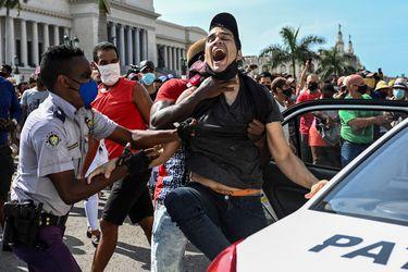 """A 100 días de históricas protestas del 11-J en Cuba: HRW denuncia """"brutal estrategia de represión"""" contra manifestantes"""