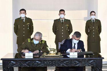 Carabineros y Defensoría firman convenio para coordinar la representación de detenidos en cuarteles policiales