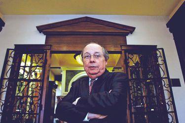 """Académico de la Universidad de Columbia, Guillermo Calvo: """"Chile tiene espacio, por sus ahorros y reputación, para pedir más prestado"""""""