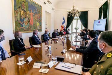 El silencio de Rozas y una reforma profunda: La reunión que juntó a Carabineros, Contraloría, el gobierno, el INDH y la Fiscalía