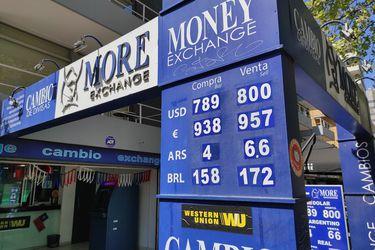 El dólar sube en todo el mundo y en Chile se encamina hacia su tercera alza consecutiva: en las casas de cambio ya superó los $ 800