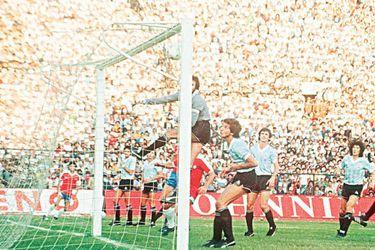 Precisión garantizada: los 10 mejores goles de tiro libre de La Roja