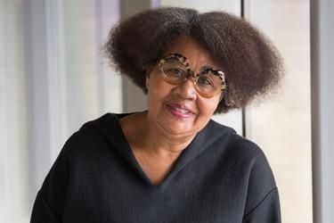 Jamaica Kincaid: la escritura de una infancia enredada en la maleza