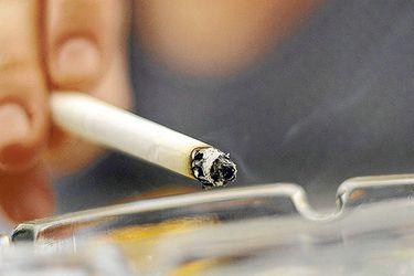 """Desde el Minsal aclaran dichos de Paris: afirman que ministro no aludía a que el tabaco dejaba de ser """"bien esencial"""", sino que al término de las restricciones a productos de este jueves"""
