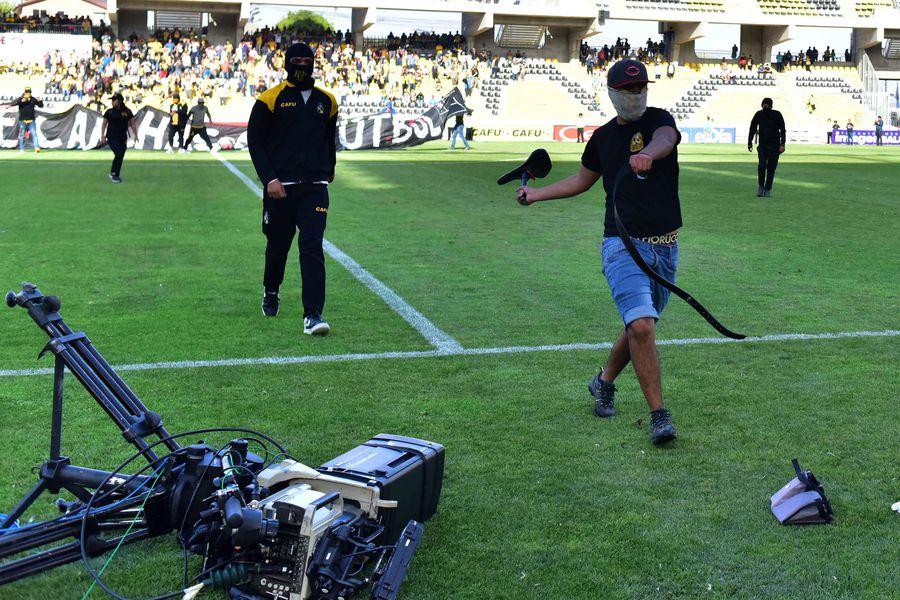 La empresa Turner, dueña del CDF (TNT Sports) solicitó un arbitraje a la Cámara de Comercio de Santiago para solucionar el conflicto que la enfrenta con la ANFP, por los partidos pendientes del Torneo Nacional 2019 y los cinco meses sin fútbol de la temporada 2020.