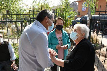 Visitas a vacunatorios, fiscalizaciones, e implementación de ayudas sociales: Así fue el regreso a sus funciones de los alcaldes que postulan a la reelección